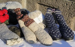 Keep your feet warm! (Gerlinde Hofmann) Tags: germany town handmade thuringia marketplace erntedankfest marketday hildburghausen handmadeshoe erntedankfest2014 germanthanksgving