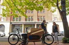 Delivery downtown (BikePortland.org) Tags: downtown cargobikes hazelgross metrofiets portlanddesignworks