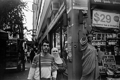 Manhattan (varjagg) Tags: new leica york city nyc statue 35mm freedom couple manhattan muslim headscarf hijab august 11 summicron pro f2 eco legacy m4 2014 v4 tasma preasph isopan mikrat ei20