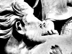 Pourquoi le pape s'humilie-t-il en baisant les pieds d'un migrant noir ? (bernawy hugues kossi huo) Tags: