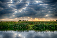 Skyburner (Alfred Grupstra Photography) Tags: trees light sky reflection green water clouds reflections landscape nikon mais reflectie