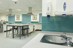 Parkfields_School-Altro_Whiterock_Chameleon-Altro_Mirica-10 (Altro USA) Tags: blue green grey education sink classroom walls chameleon primaryschool asf afe splashback safetyflooring mirica