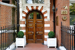 The London Outpost Hotel in Cadogan Gardens, South Kensington, London (Roberto Herrett) Tags: house london horizontal outside hotel chelsea exterior small entrance nobody hotels luxury guesthouse stockphoto southkensington cadogangardens carnegieclub rherrettflk londonoutpost