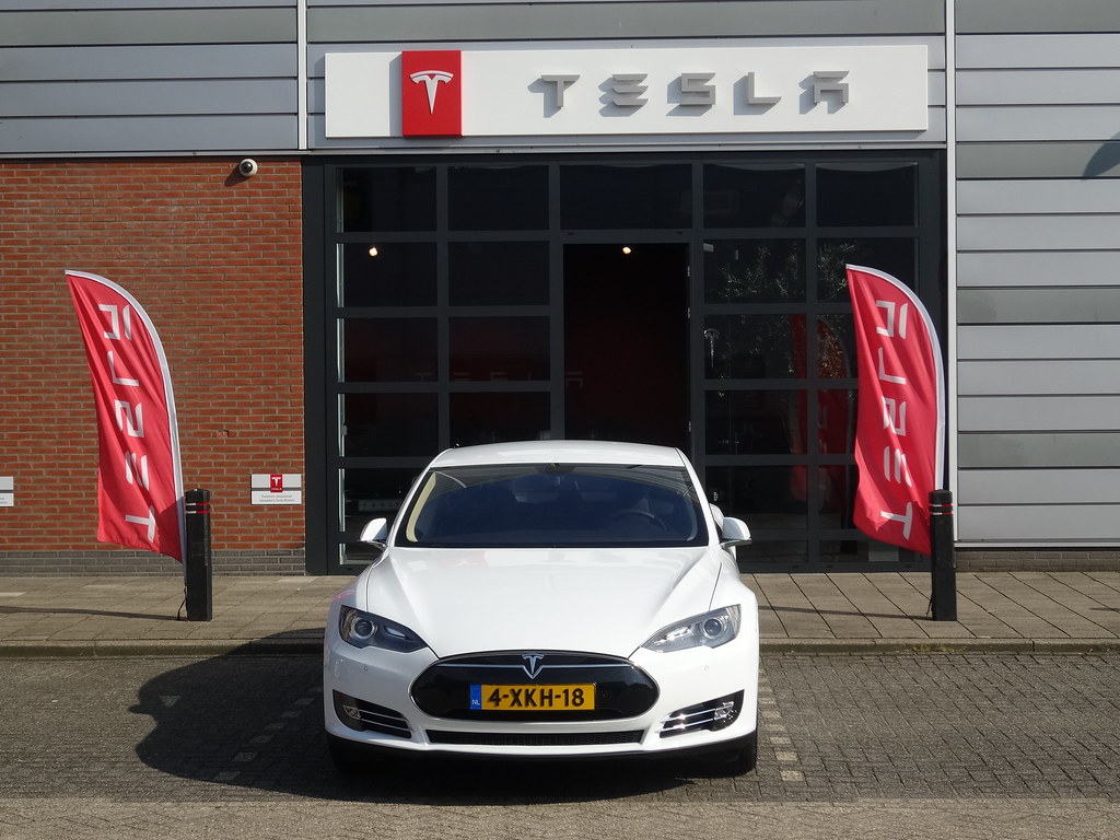 Den Haag: Tesla Dealership by harry_nl, on Flickr
