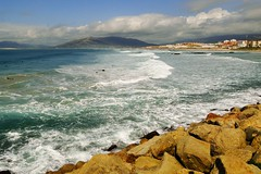 Am Strand von Tarifa - Andalusien 2010 (marionkaminski) Tags: strand sand wasser meer ocean spanien espana wellen himmel brandung spain andalusien