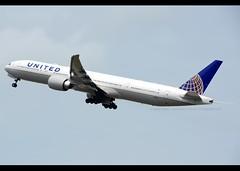 Boeing | 777-322/ER | United Airlines | N2331U | Hong Kong | HKG | VHHH (Christian Junker | Photography) Tags: nikon nikkor d800 d800e dslr 70200mm aero plane aircraft boeing b777322er b777300er b773er b777 b77w b773 b777300 unitedairlines united ua ual ua862 ual862 united862 n2331u staralliance newspiritofunited heavy widebody triple7 departure takeoff 25l gearup airline airport aviation planespotting 62642 1453 626421453 2131 hongkonginternationalairport cheklapkok vhhh hkg hkia clk hongkong sar china asia lantau governmentflyingservicehq gfshq southperimeterroad christianjunker flickraward flickrtravelaward hongkongphotos worldtrekker superflickers zensational