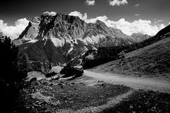 géant noir (sinnesblicke) Tags: tirol austria österreich outdoor mountain berg landschaft natur landscape nature wettersteingebirge sonyrx100m3 blackandwhite travel europe hiking