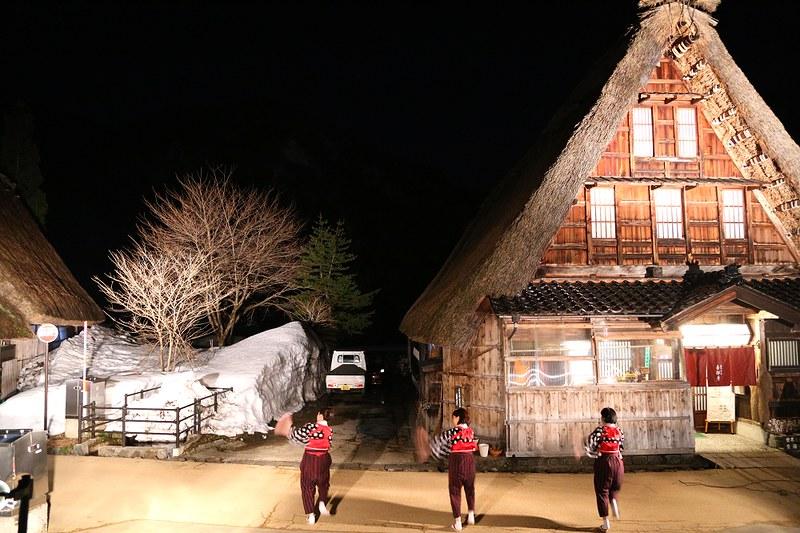 旅行途中迷人的五箇山菅沼合掌村聚落點燈