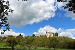 Le beau bourg de Sainte-Suzanne. (chug14) Tags: forteresse château saintesuzanne saintesuzanneetchammes valléedelerve mayenne paysdeloire paysage muraille