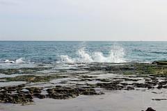 El agua trata de salvar las rocas (PhotoAlvaro97) Tags: torrevieja canon canon1300d playa beach sol sun day night dia noche water sky nature clouds españa spain alicante sea