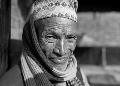 Pentax 645n Nepal HP5+ scarf s (shakmati) Tags: ilford film hp5 bw ภาพเหมือน slr filma portra 肖像 ritratti portrét bild porträt портрет retrato portrait blanc blanco monochrome black white shiro negro nero street travel nepal kathmandu people pentax 645 645n 75mm medium moyen 120