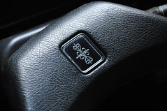 Paykan steering wheel (REZA AMANATCHI) Tags: paykan peykan hillmanhunter sunbeam simca irankhodro irannational rootes chryslereurope interior car vehicle پیکان سیمکا arrow