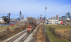 A Barn downtown (GLC 392) Tags: british columbia line online railway railroad g886 bcol 4604 downtown down town chicago 16th street 18th ge c408m 2461 ic illinois central c408w grain train cowl barn