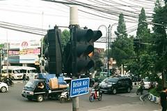 traffic semaphore (rndyrenaldy) Tags: fujicolorindustrial100 olympus olympusom1n om1n fujicolor industrial industrial100 bandung indonesia analogphotography analog