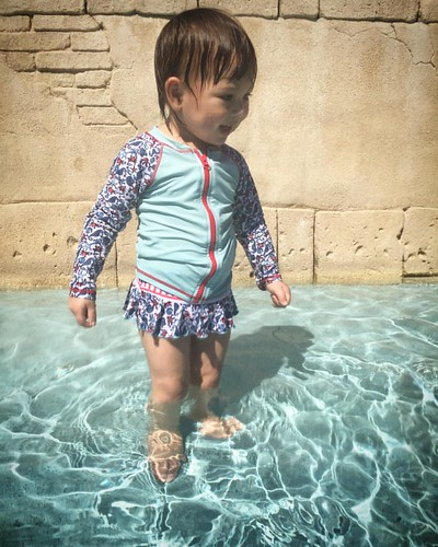 "😁 Sophie gaining confidence in the Junior wading ponds: ""Water…"""