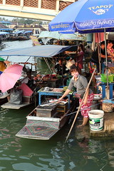 "Amphawa Floating Market (g e r a r d v o n k เจอราร์ด) Tags: artcityart art asia asia"" asian boats canon city colour canon5d3 expression eos earthasia flickrsbest fantastic flickraward food lifestyle market ngc newacademy outdoor totallythailand photos pinnaclephotography people reflection stad street ships this travel thailand thai unlimited uit urban umbrella vendor whereisthis where water yabbadabbadoo 攝影發燒友"
