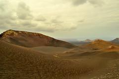 Sumendien munduan (Erre Taele) Tags: timanfaya lanzarote islascanarias paisaje landscape volcano volcan canaryislands kanariaruharteak paisaia sky earth skyscape brown blue