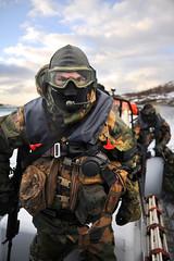 Norwegian Armed Forces (World Armies) Tags: norge force mob hund mp nor bas protection båt bodø vakt nordland soldater sikring skarp jagerfly sjøbjørn hovedflystasjon beredskap lettbåt bã¥t bod㸠sjã¸bjã¸rn lettbã¥t