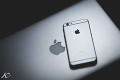 (JayC_1992) Tags: apple canon technology market f2 fullframe product iphone wideopen 135l macbook teamcanon canon5d2