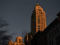 Sundwon over Manhattan (Ted Somerville) Tags: old city nyc windows sunset urban orange ny newyork tower beauty stone architecture warm historic urbano yankee bigapple select nuevayork