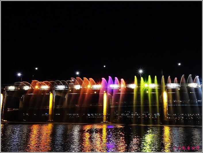 月光彩虹噴泉