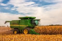 JD S680 Combine with 12 row corn head (Thomas DeHoff) Tags: fall john corn sony farming harvest iowa deere a700 s680