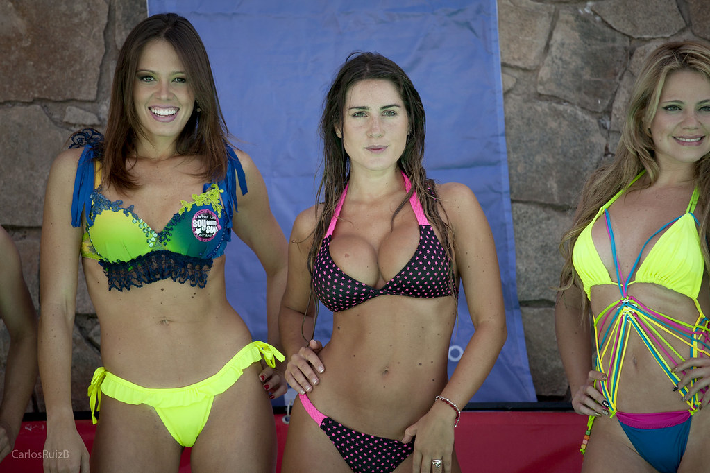 The world 39 s best photos of bikini and candidatas flickr for Modelos de piscinas en chile