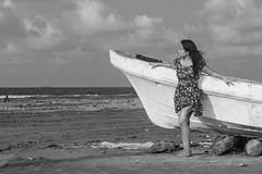 El mar ([[^Ral^]]) Tags: ocean sea beach boat mar mujer model retrato young playa modelo bonita lancha oceano bote coatzacoalcosveracruzmexicoderechosreservadosrauldelacru