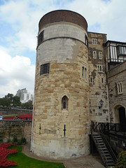 Tower of London - London, United Kingdom (Dougtone) Tags: greatbritain england london tower castle english unitedkingdom palace medieval historic armor armory moat fortress armour middleages royalty toweroflondon armoury beefeater hallofkings