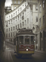 Tranvía (alopezca37) Tags: portugal lisboa lisbon tram tranvía
