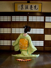 Geiko_20170319_17_9 (kyoto flower) Tags: nijyojinya kimiaya kyoto maiko 20170319 舞妓 二条陣屋 君綾 京都 geiko 芸妓 tigertakashi