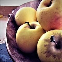 Apples (Dreams of travel) Tags: fruit fruits apple apples pomme pommes eat food nourriture yellow jaune