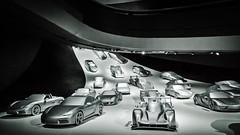 Porsche-Installation (M. Schirmer Berlin) Tags: autostadt wolfsburg vw porsche rennen kurve silber