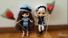Martina&Chloè Día de la Rosa (Martina&Chloè_Blythe) Tags: interior blythe muñeca azul diadema crochet ganchillo bolso