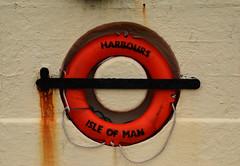 Peel /  Purt ny h-Inshey (Isle of Man) - Life buoy (Danielzolli) Tags: isleofman vannin ellanvannin eileanmhannin manx inselmann insel wyspa ostrov ostrvo otok island eiland île isla остров rettungsring londontube lifesaver lifebuoy peel peeltown