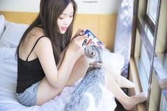 IMG_0641 (Yi-Hong Wu) Tags: 女孩 女生 女子 女人 女性 女 人 貓 寵物 互動 活動 清新 自然 美麗 動人 可愛 寵物攝影 寫真