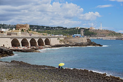 Leuca, lo Scalo (Pierpaolo.) Tags: santamariadileuca salento puglia italia italy italian europa europe mare sea acqua water cielo sky nuvole clouds estate summer july luglio 2016 holiday vacanza landscape caldo warm panorama vista view puntaristola puntameliso faro lighthouse colori colors rocce rocks spiaggia beach ponte bridge torredellomomorto sud south beautiful bellissimo wonderful ombrellone onde waves sonya6000 sony1650mm