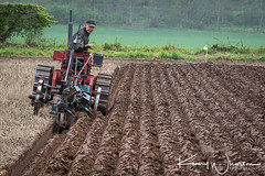 Look no hands! (Kenny Wharton) Tags: kennywhartonphotography canon70200f28lisiiusm crawler furrow tracks tractor vehicle agriculture countryside ploughing bristol canon7dii farming matchploughing straight selbyploughing bristol20 brayton england unitedkingdom gb