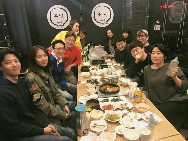 Khác biệt giữa cách hẹn hò của Lee Dong Gun với Jiyeon và tình mới - Ảnh 4.