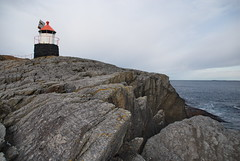 Fyret langt ute -|- Ligththouse (erlingsi) Tags: no langeneset runde rundeisland norway europe scandinavia fyret lighthouse noreg herøykommune