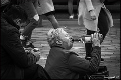 Afternoon drinking on the steps of St Pauls (zolaczakl) Tags: london blackandwhite mono monochrome photographybyjeremyfennell april 2017 nikond7100 nikonafsnikkor24120mmf4gedvrlens candid streetscenes people stpaulscathedral