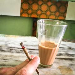 Tried Indian cigarette at a tea house, Jodhpur, India ジョードプル インドのタバコをもらって吸ってみた (travelingmipo) Tags: iphone6s travel photo india asia 旅行 写真 インド アジア rajasthan ラジャスタン ラジャスターン jodhpur जोधपुर ジョードプル bluecity suncity ブルーシティ chai chay tea milktea チャイ cigarette tobacco タバコ