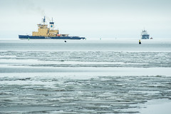Swedish icebreaker Frej helping cargo ship to SSAB's harbour