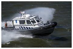 Opzij, opzij, opzij...... (Der Reisefotograf) Tags: boot douane friesland fryslan hermanvanveen holland insel koninklijkemarechausse niederlande opzij speed terschelling toll waddeneiland zoll