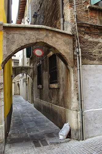 "Doppio Arco in Zona Carmine • <a style=""font-size:0.8em;"" href=""http://www.flickr.com/photos/121308622@N02/15138763870/"" target=""_blank"">View on Flickr</a>"