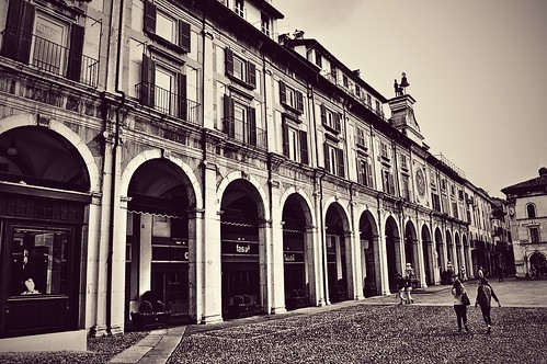 "Piazza Loggia e i Matti delle Ore • <a style=""font-size:0.8em;"" href=""http://www.flickr.com/photos/121308622@N02/15138771560/"" target=""_blank"">View on Flickr</a>"