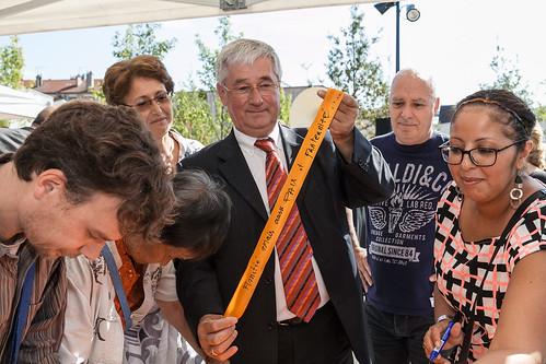 Signature de Michel Fourcade pour l'inauguration du square de l'amitié  ©P. Le Tulzo