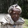 ETIOPÍA 3: Anciana recogiendo leña en el Monte Entoto