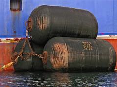 Big rubber (Jan Egil Kristiansen) Tags: chains triangle rubber fender cylinder triple faroeislands waterline whiteline trippel trshavn img5028 trekant bluehull n62 hbh3 redantifouling kapitannazin 2x36m
