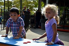 Julian Watches Violet Do The Ring Toss (Joe Shlabotnik) Tags: julian violet flushingmeadows ringtoss faved fantasyforest 2013 afsdxvrzoomnikkor18105mmf3556ged october2013